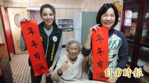 最強村姑陳筱諭登門拜年 92歲扁媽:阿嬤會幫妳拉票