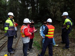 講不聽!2遊客走阿里山林鐵鐵道被抓到 當心罰5萬
