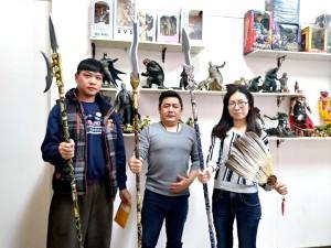 故宮南院三國群英特展 來拿畫戟蛇矛銀槍對戰啊!