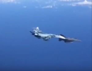 美俄軍機空中相遇 危險近逼險撞畫面罕見曝光!