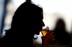印度北部假酒流竄 逾百人喪命、200多人被捕