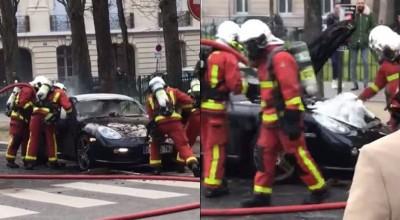 這款保時捷引擎在後面 消防人員破壞車頭滅火GG了...
