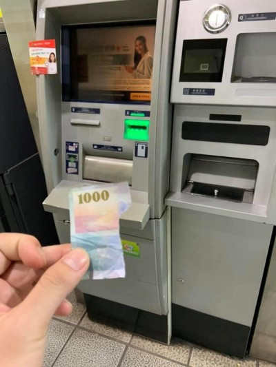ATM吐出千鈔碎片他氣炸 網驚:年假小孩還沒回來?
