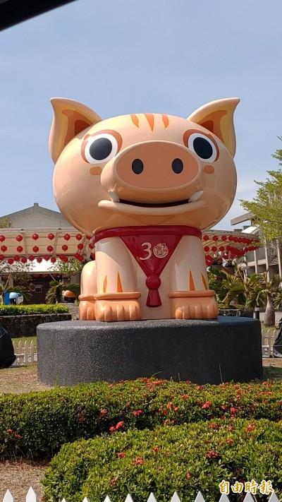 台灣燈會30年「豬」多創新 老司機帶你追新燈、憶舊燈