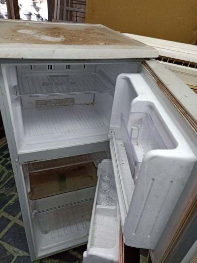翁撿回收顧癱兒小冰箱壞了 老闆心一酸...修好送回大2號冰箱!
