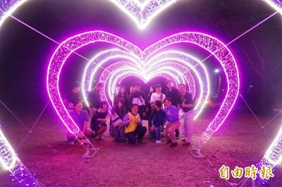浪漫破表! 枋寮「世界最大愛心燈」情人節點燈
