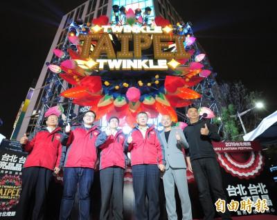 台北燈節「豬寶」西門町試燈 柯文哲:怪怪的像堡壘