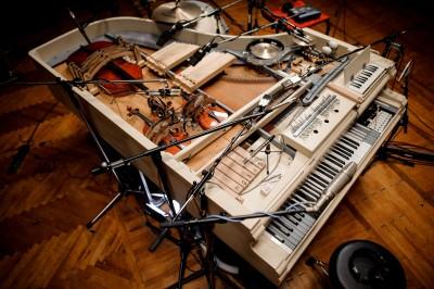 想收藏多種樂器又沒地方擺? 這台「20合一」的鋼琴滿足所有渴望