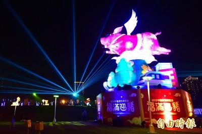 中台灣元宵燈會 12米高「御天飛行豬」主燈秀磅礡亮相