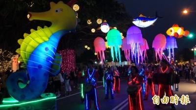 海馬、黑鮪、水母趴趴走! 台灣燈會夜光遊行搶先亮相