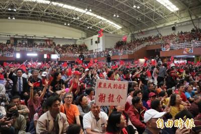 韓國瑜到台南合體謝龍介 湧大批民眾守候