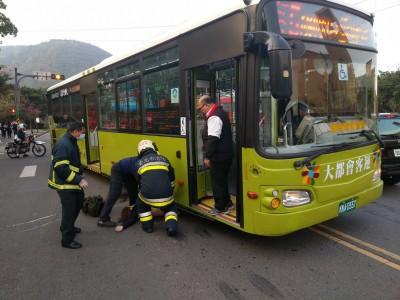 文化大學女學生遭公車擦撞 送醫不治