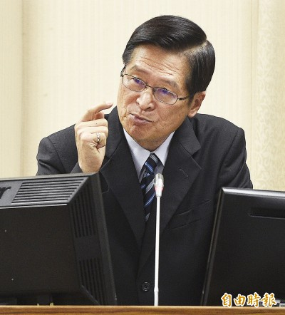 柯P指國軍撐不了2天 國防部長:專業性不夠