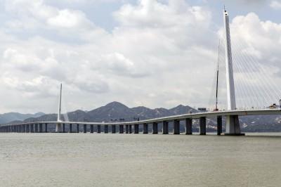 不只鋼纜異常斷裂 中國深圳灣大橋驚爆往海面塌陷