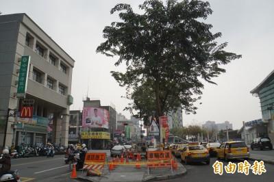 斗六火車站人行道高低不平 成絆人陷阱