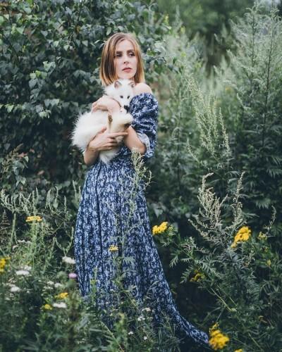 俄羅斯正妹攝影師圓夢 辭職與上百隻狗狗生活