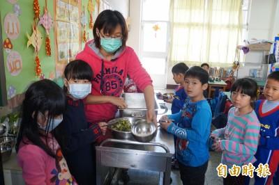 不想再吃三色豆! 學校午餐專法最快2年上路