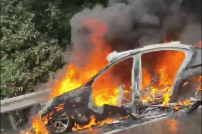 大雨視線不清釀禍 BMW國道自撞成火球