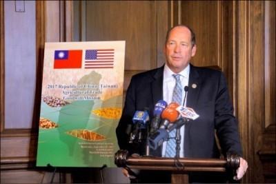曾撰文「承認台灣是個國家!」 美議員促副總統彭斯訪台