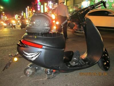 男子騎電動機車輪胎脫落摔重傷 疑是輪框改裝惹禍