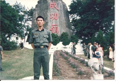 林右昌PO成功嶺當兵舊照 網友驚:好瘦