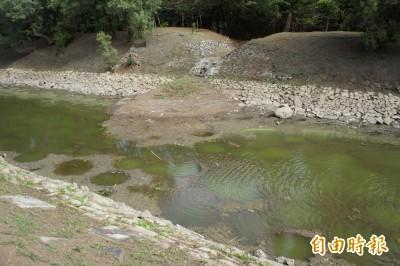 澎湖休憩園區入口人工湖 泥沙淤積嚴重