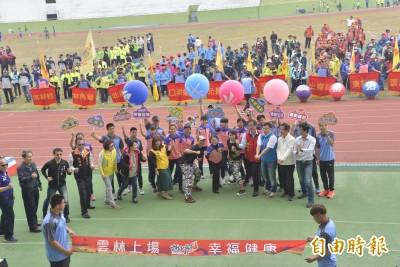 雲林縣中小學聯合運動會熱鬧上場 選手士氣澎湃激昂