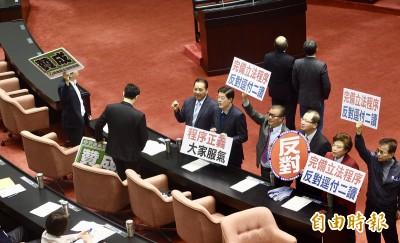 批綠逕付二讀同婚專法 藍委稱「台灣是神掌權的國家」