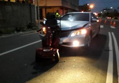苗警關心長輩行的安全 電動代步車有「亮點」