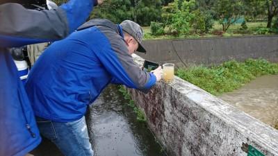 早上牛欄河、下午水坑溪 關西鎮假日1天2件水污染