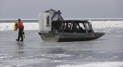 去冰上捕魚卻漂走了! 46人受困美國伊利湖