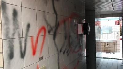 報復清潔隊員檢舉 攤商破壞五分埔公廁「要他們忙一點」