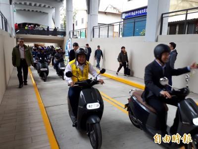 逾60年來首度完整修繕 竹市東大路機車地下道改善工程今通車
