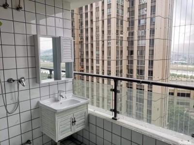 她看房子傻眼浴室在陽台 網友笑翻:這view實在太棒了