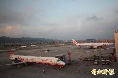 松山機場晚間遭無人機二度入侵 關閉逾1小時影響8航班
