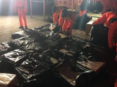澎湖漁船夾600箱私菸闖關 查緝人員喬裝情侶逮到11人