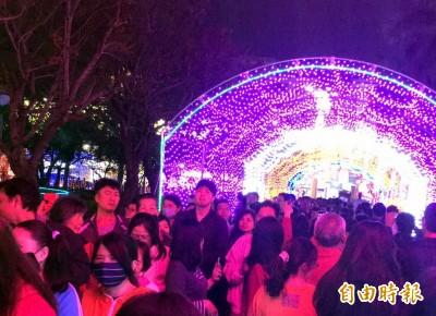 台南版台灣燈會爆人潮 估計參觀人數上看5萬人