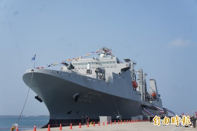 海軍敦睦艦隊抵澎 磐石艦亮相吸睛