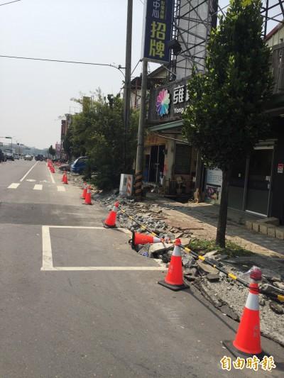 民雄建國路通學步道改善工程 挖後未速鋪惹怨