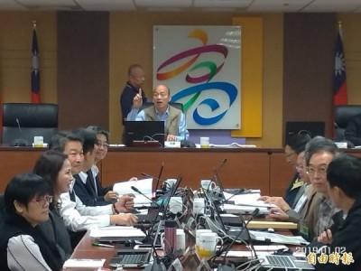 韓國瑜痛斥官員抖腳 律師:關鍵「不是因為態度」