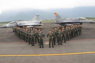 真是兄弟!F16、幻象作戰隊締結兄弟隊 2隊長竟是雙胞胎