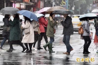今東北季風影響天涼 明起溫升仍有下雨機會