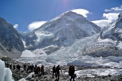聖母峰暖化融雪 近300登山客遺體「逐漸浮現」