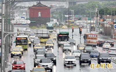 華南雲系影響今全台有雨  週二天氣趨穩定