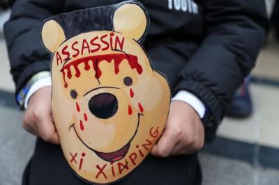 中國殺人!習近平訪法遭逾千藏族和維族抗議