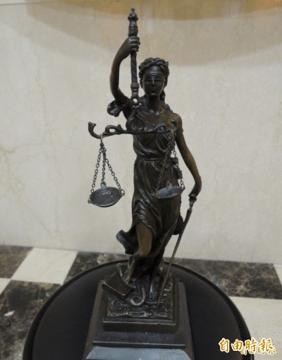 阿公阿婆偷情!阿婆告性侵不成被依妨害家庭判3月