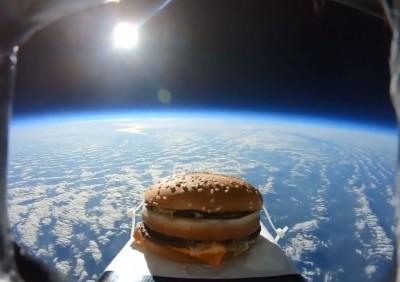 到底是誰丟的?大麥克漢堡竟從外太空掉下來...