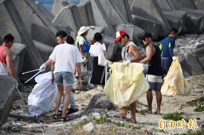 改變墾丁環境! 年輕人揪團「環半島」把淨灘變日常