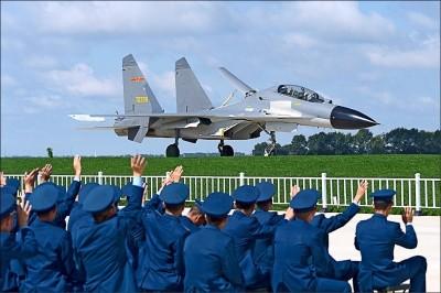 軍方︰共機昨4架出海 2架越界對台挑釁