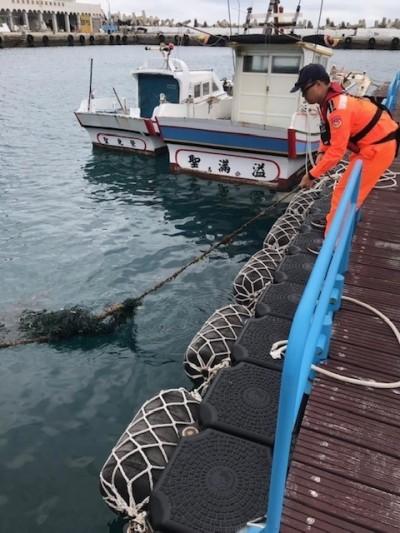 海廢扼殺生態! 小玳瑁險被廢棄漁網害死